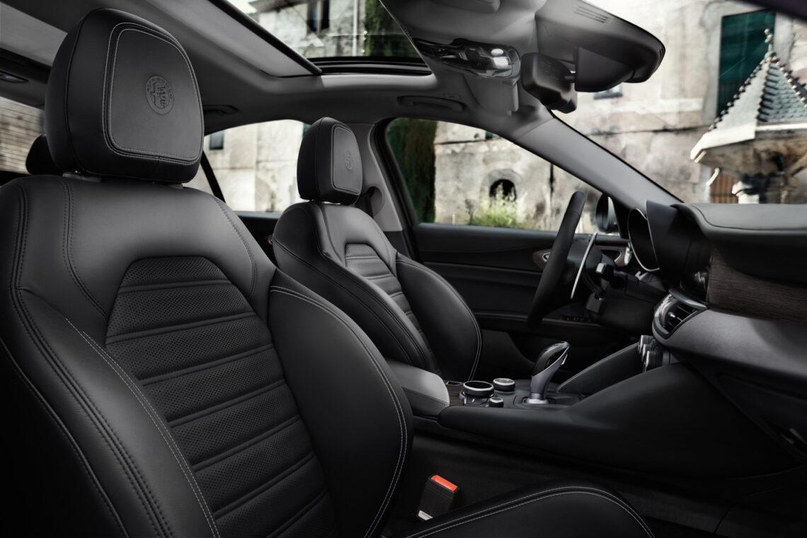 black Alfa Romeo Giulia